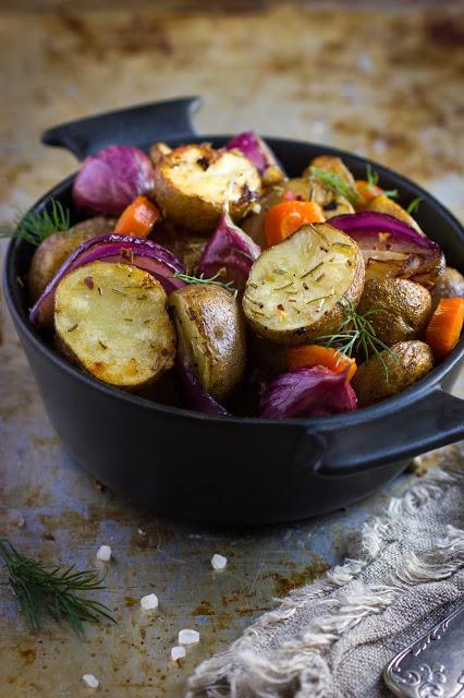 Cipolle, patate e carote al forno